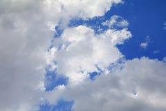 Μπλε ουρανός με την όμορφη τέχνη σύννεφων και σύννεφων βροχής της φύσης το διάστημα αντιγράφων για προσθέτει το κείμενο Στοκ Εικόνα