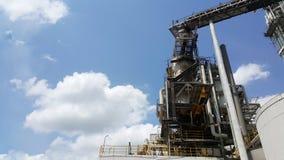 Μπλε ουρανός με το σύννεφο στο εργοστάσιο στοκ εικόνες με δικαίωμα ελεύθερης χρήσης