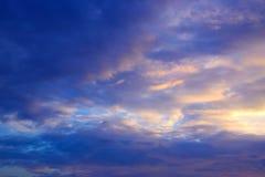 Μπλε ουρανός με το υπόβαθρο 171019 0250 σύννεφων Στοκ φωτογραφία με δικαίωμα ελεύθερης χρήσης