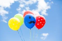 μπλε ουρανός μπαλονιών στοκ εικόνες