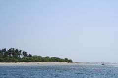 μπλε ουρανός νησιών ερήμων & Στοκ φωτογραφία με δικαίωμα ελεύθερης χρήσης