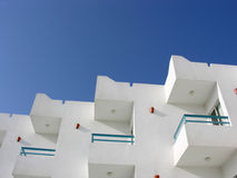 μπλε ουρανός ξενοδοχεί&om Στοκ εικόνα με δικαίωμα ελεύθερης χρήσης