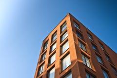μπλε ουρανός οικοδόμησης στοκ εικόνα με δικαίωμα ελεύθερης χρήσης