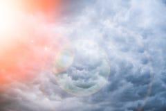 Μπλε ουρανός που απειλεί το όμορφο υπόβαθρο σύννεφων στοκ φωτογραφίες με δικαίωμα ελεύθερης χρήσης