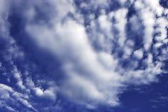 μπλε ουρανός σχηματισμών &sig στοκ εικόνα με δικαίωμα ελεύθερης χρήσης