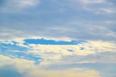 μπλε ουρανός σύννεφων ανασκόπησης Στοκ Φωτογραφίες