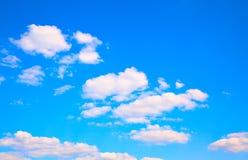 μπλε ουρανός σύννεφων ανασκόπησης Στοκ εικόνα με δικαίωμα ελεύθερης χρήσης