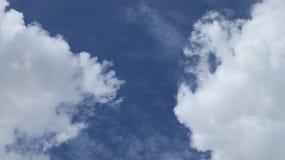 μπλε ουρανός σύννεφων ανα Όμορφα σύννεφα στο μπλε s Στοκ φωτογραφία με δικαίωμα ελεύθερης χρήσης
