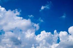Μπλε ουρανός το καλοκαίρι Στοκ φωτογραφίες με δικαίωμα ελεύθερης χρήσης