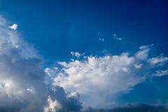 Μπλε ουρανός το καλοκαίρι Στοκ εικόνα με δικαίωμα ελεύθερης χρήσης