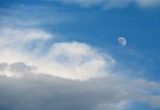 μπλε ουρανός φεγγαριών Στοκ εικόνες με δικαίωμα ελεύθερης χρήσης