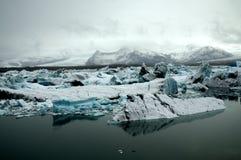 Μπλε πάγος σε Jökulsà ¡ rlà ³ ν - ΙΣΛΑΝΔΊΑ Στοκ φωτογραφία με δικαίωμα ελεύθερης χρήσης