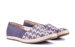 Μπλε παπούτσια γυναικών στο άσπρο υπόβαθρο Στοκ Φωτογραφίες