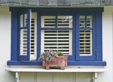 μπλε παράθυρο πλαισίων στοκ φωτογραφία με δικαίωμα ελεύθερης χρήσης