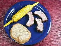 μπλε πλευρά πιάτων καλαμποκιού σπαδίκων στοκ φωτογραφίες με δικαίωμα ελεύθερης χρήσης