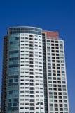 μπλε πολυόροφο κτίριο condos Στοκ εικόνες με δικαίωμα ελεύθερης χρήσης