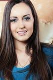 μπλε πουλόβερ brunette Στοκ εικόνες με δικαίωμα ελεύθερης χρήσης
