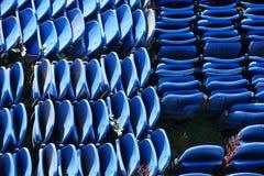 Μπλε πτυχές σταδίων περίπτερων επάνω στην πλαστική εναέρια άποψη καθισμάτων που αποθηκεύεται άνωθεν για το γεγονός έκθεσης στοκ εικόνες με δικαίωμα ελεύθερης χρήσης