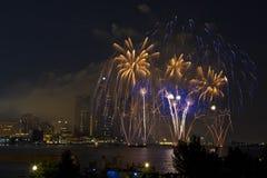 μπλε πυροτεχνήματα κίτριν& Στοκ Εικόνες