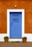 μπλε πόρτα Στοκ εικόνα με δικαίωμα ελεύθερης χρήσης