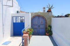 Μπλε πύλη και πύλη Στοκ Φωτογραφίες