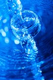 μπλε ρέοντας ύδωρ Στοκ εικόνα με δικαίωμα ελεύθερης χρήσης