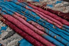 Μπλε ρόδινο textil χρώματος, ύφασμα μεταξιού με τις πτυχές Στοκ Εικόνες