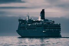 Μπλε σκάφος της γραμμής κρουαζιέρας Στοκ εικόνες με δικαίωμα ελεύθερης χρήσης