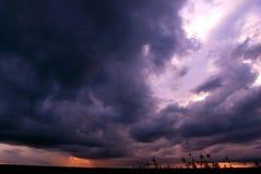 μπλε σκοτεινός ουρανός Στοκ εικόνα με δικαίωμα ελεύθερης χρήσης