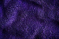 Μπλε σκοτεινό λεπτό μαλακό υπόβαθρο του ομαλού υφάσματος βελούδου γουνών Σύσταση του πορφυρού μαλακού μαλλιαρού γενικού κλωστοϋφα στοκ εικόνες