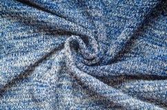 Μπλε στριμμένο πουλόβερ υπόβαθρο νημάτων μίγματος στοκ φωτογραφίες