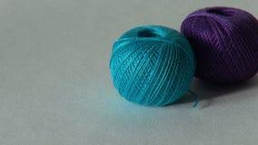 Μπλε σφαίρα του νήματος για το πλέξιμο και τη ραπτική φιλμ μικρού μήκους