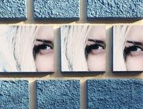 Μπλε τετράγωνα και λεπτομέρεια του προσώπου στον τοίχο Στοκ φωτογραφία με δικαίωμα ελεύθερης χρήσης