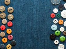 μπλε τζιν κινηματογραφήσεων σε πρώτο πλάνο κουμπιών ανασκόπησης Στοκ Εικόνα