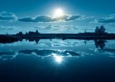 Μπλε τοπίο νύχτας Στοκ φωτογραφία με δικαίωμα ελεύθερης χρήσης