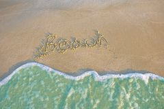 Μπλε τοπίο χαλάρωσης φωτός της ημέρας ήλιων άμμου παραλιών θάλασσας στοκ φωτογραφία με δικαίωμα ελεύθερης χρήσης