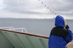 μπλε τουρίστας σκαφών ζακετών κρουαζιέρας Στοκ Εικόνες