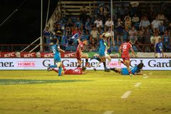 Μπλε του Ώκλαντ εναντίον των κοκκίνων του Queensland που παίζουν στη Σαμόα Στοκ Εικόνα