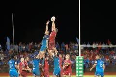 Μπλε του Ώκλαντ εναντίον των κοκκίνων του Queensland που παίζουν στη Σαμόα Στοκ εικόνα με δικαίωμα ελεύθερης χρήσης