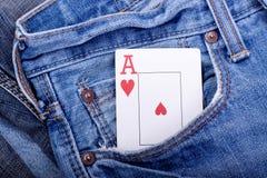 μπλε τσέπη τζιν καρδιών άσσ&omega Στοκ φωτογραφία με δικαίωμα ελεύθερης χρήσης