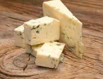 μπλε τυρί χαρτονιών ξύλινο στοκ φωτογραφίες