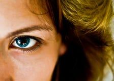 μπλε φακός επαφής Στοκ φωτογραφίες με δικαίωμα ελεύθερης χρήσης