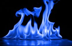 Μπλε φλόγες της πυρκαγιάς ως περίληψη backgorund Στοκ φωτογραφία με δικαίωμα ελεύθερης χρήσης