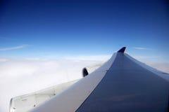 μπλε φτερό αεροπλάνων ημέρας Στοκ Φωτογραφίες