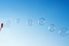 μπλε φυσαλίδες πέρα από τον ουρανό Στοκ εικόνες με δικαίωμα ελεύθερης χρήσης