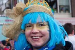 μπλε χαμογελώντας νεολαίες γυναικών περουκών Στοκ φωτογραφίες με δικαίωμα ελεύθερης χρήσης