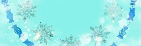 Μπλε χειμερινού εορταστικό υποβάθρου εμβλημάτων με μια επίδραση χιονιού Στοκ Φωτογραφίες