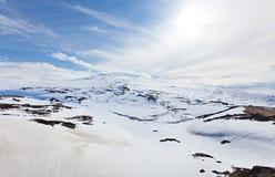 μπλε χιόνι ουρανού βουνών στοκ φωτογραφίες