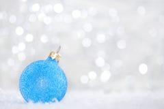 μπλε Χριστούγεννα σφαιρώ&nu Στοκ Φωτογραφία