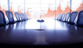 Μπλε χρώμα της αίθουσας συνδιαλέξεων και του οικονομικού διαγράμματος γραφικών παραστάσεων Στοκ Εικόνες
